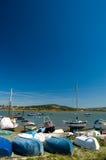 Barche e cielo blu Fotografie Stock