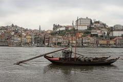 Barche e costruzioni di Oporto Fotografie Stock Libere da Diritti
