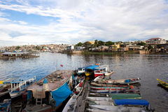 Barche e Favelas a Manaus Immagine Stock