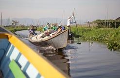 Barche e giardini di galleggiamento sul lago Inle Myanmar Fotografia Stock