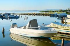 Barche e lago Fotografia Stock