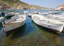 Barche e navi al pilastro (balaclava, Crimea) fotografie stock libere da diritti
