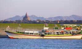 Barche e pagoda immagine stock