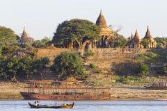 Barche e pagoda fotografie stock