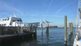 Barche e porto video d archivio