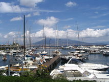 Barche e vulkan Fotografie Stock