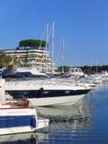 Barche e yacht di navigazione fotografia stock