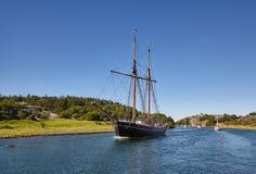 Barche e yacht di navigazione Nave alta fotografie stock