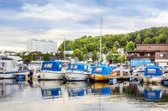 Barche e yacht nella banchina in Sandefjord Immagini Stock