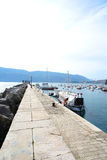 Barche e yacht in una baia del mare adriatico Fotografie Stock Libere da Diritti