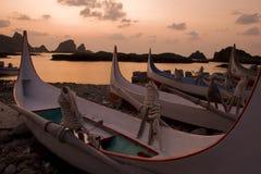 Barche ed alba pacifica Fotografie Stock