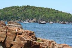 Barche fuori dal litorale della Maine Immagini Stock Libere da Diritti