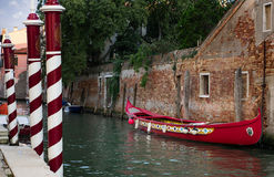 Barche Gondole Venezia. The gondola is a traditional, flat-bottomed Venetian rowing boat, well suited to the conditions of the Venetian lagoon stock photography