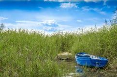 Barche in lago immagini stock