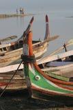 Barche legate in su sul puntello Fotografia Stock