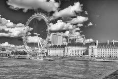 Barche lungo il Tamigi, Londra immagine stock