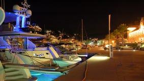 Barche in Masliniki, Croazia, alla notte Fotografie Stock Libere da Diritti