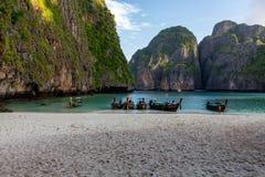 Barche a Maya Bay Thailand immagini stock