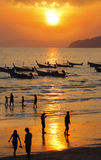 Barche munite lunghe in Tailandia Immagine Stock