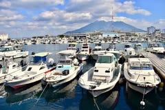 Barche naturali del porto dell'isola del Giappone Kagoshima Sakurajima immagine stock libera da diritti