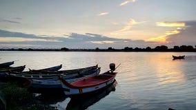 Barche nel fiume immagini stock libere da diritti