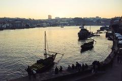 Barche nel fiume Oporto della città Fotografia Stock