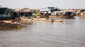 Barche nel porto, casa comoda Fotografia Stock Libera da Diritti