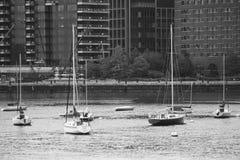 Barche nel porto di Boston immagini stock