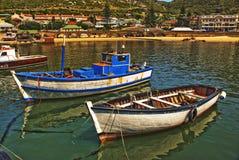 Barche nel porto falso della baia Fotografia Stock