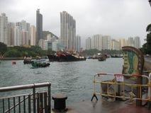 Barche nel porto scenico di Aberdeen, Hong Kong immagini stock libere da diritti