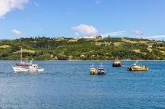 Barche nell'isola di Chiloe, Cile Fotografia Stock Libera da Diritti