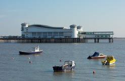 Barche e pilastro nella baia Somerset della Weston-eccellente-Giumenta Fotografia Stock Libera da Diritti