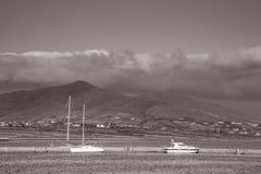 Barche in porto alla città dei cavalieri, Valentia Island; L'Irlanda immagine stock libera da diritti
