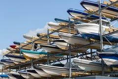 Barche in scaffale di stoccaggio Immagini Stock Libere da Diritti