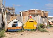 Barche su terra con cielo blu fotografia stock