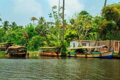 Barche sui canali di Alleppey Fotografia Stock