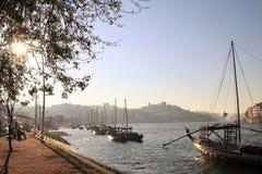Barche sul fiume il Duero a Oporto, Portogallo Immagini Stock