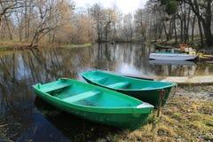 Barche sul fiume in parco Fotografia Stock