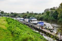 Barche sul fiume sette immagine stock libera da diritti