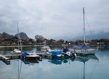 Barche sul lago della montagna Immagine Stock