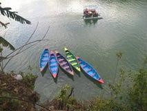 Barche sul lago di Pokhara, Nepal Fotografie Stock