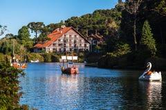Barche sul lago scuro Gramado Brasile Fotografie Stock