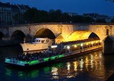 Barche sul Seine a Parigi Immagini Stock Libere da Diritti