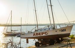 Barche sul tramonto del fiume Fotografie Stock