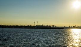 Barche sul tramonto del fiume Fotografie Stock Libere da Diritti