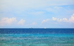 Barche sull'orizzonte fotografia stock libera da diritti
