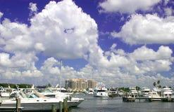 Barche sulla baia Fotografie Stock