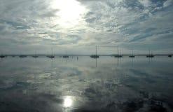 Barche sulla baia Fotografia Stock