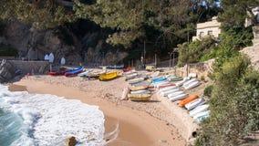 Barche sulla costa sabbiosa Fotografia Stock Libera da Diritti