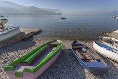 Barche sulla riva Immagini Stock Libere da Diritti